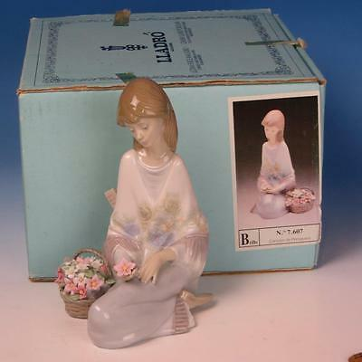 Lladro Porcelain Figure with Box - Flower Song - Girl with Flowers #7607