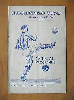 HUDDERSFIELD TOWN v NEWCASTLE UNITED 1951/1952 Good Condition Football Programme