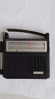 General Electric AM FM Radio EA7-2810 F - Battery or mains power