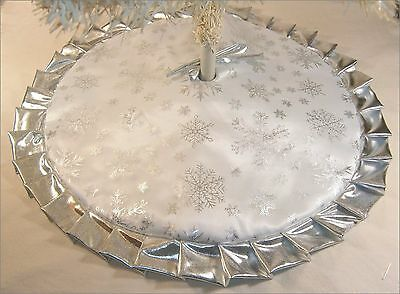 "Christmas Tapered / Tabletop Tree Skirt ~ 30"" ~ Silver Metallic Snowflakes"