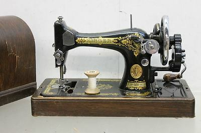 SINGER 28K Antique Vintage Hand-Crank Sewing Machine With Original Wooden Case