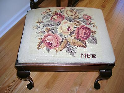 Elegant Vintage Queen Anne Style Bench Stool Needlepoint Upholstered Seat Piano