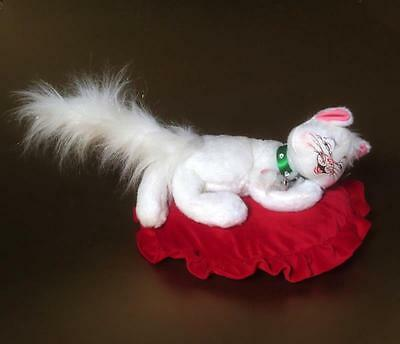 Annalee Christmas Doll - Large White Cat laying on pillow with mouse friend