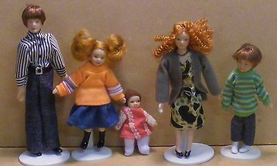 1:12 Scale Five Piece Modern Family People Dolls House Nursery Accessory 095