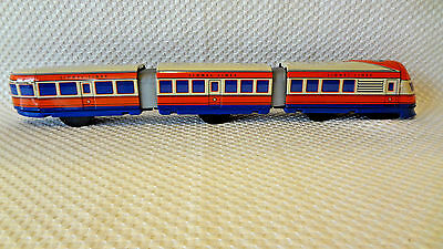 Lionel Lines Schylling Streamliner Wind-Up Tin Toy Train