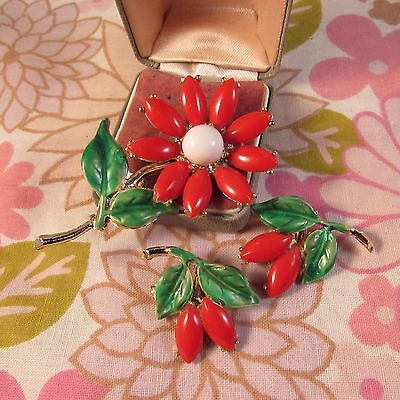 Vintage Christmas Red & Green Thermoset Flower Brooch & Matching Clip Earrings