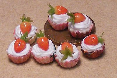 1:12 Scale 7 Strawberry Cup Cakes Dolls House Miniature Bakery Accessory PL17