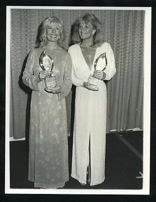 1983 Original Photo LORETTA SWIT & LINDA EVANS @ Peoples Choice Awards gp