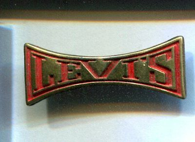 Rare Pins Pin's .. Mode Fashion Jeans Levi Strauss Levis Levi's Rouge Or 3D ~Ct