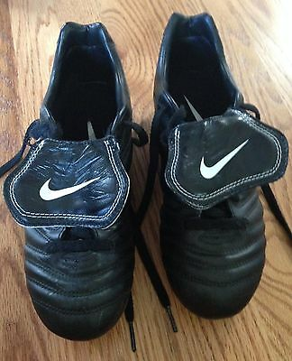 Nike Tiempo Womens Soccer Cleats Size 7 1/2