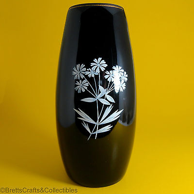 "Wade Souvenir Items (1953/1961) Black Bud Vase with White Flowers - 5-5/8"" H"