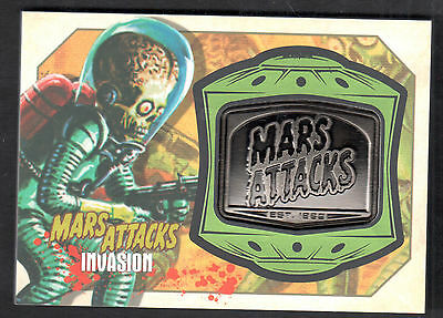MARS ATTACKS! INVASION (Topps/2013) MANUFACTURED MEDALLION CARD #MM-8