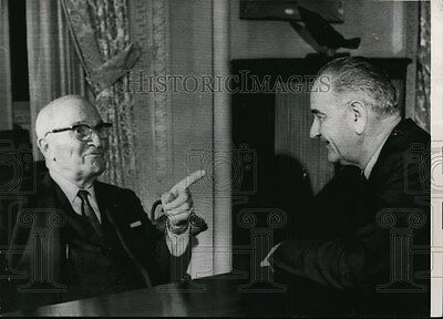 1963 Wire Photo Former President Harry S. Truman (l) with President Johnson.