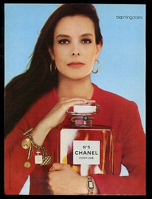 1987 Chanel No.5 perfume woman with large bottle color photo vintage print ad