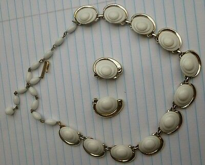 Vintage Jewelry Necklace Earrings Set Metal Thermoset  4
