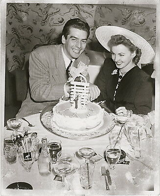 Victor Mature & Martha Kemp celebrate their wedding ~ ORIG 1941 press photo, DW