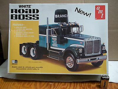"""SEALED Inside 1/25 """" WHITE ROAD BOSS """"  AMT 1970'S  # T542 VGood but no decals !"""