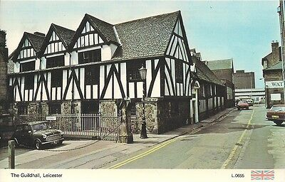 SUPERB OLD POSTCARD - THE GUILDHALL LEICESTER LEICESTERSHIRE C.1976 Vintage Cars