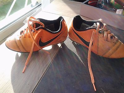 chaussures de foot nike taille 28