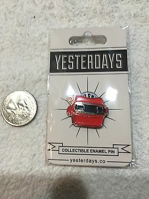Old School View Master Lapel Pin Free Shipping in USA