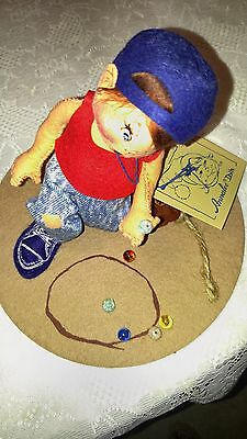 """1994  Annalee 5""""  Boy Shooting Playing Marbles Excellent Figurine"""