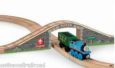 WOODEN MARON ARCHED STONE BRIDGE Thomas Tank Engine Railway NEW Tunnel Overpass