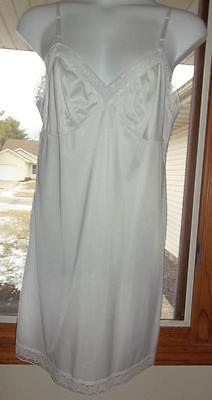Vanity Fair Womens Size 42 Full Dress Slip White Nylon Lace EUC