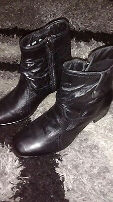 Pavers black leather ankle boots size 6.5