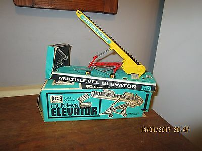 Vintage boxed 1960s Britains no.9564 Multi-Level Elevator  . With 4 Hay bales