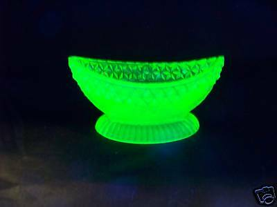 VASELINE URANIUM GLASS OPEN MASTER BOAT SALT  TABLEWARE  ((id191825))