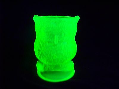 VASELINE URANIUM GLASS OWL TOOTHPICK HOLDER  GLOW  (( id176588))