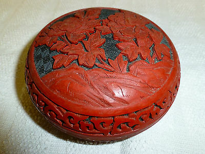 Small Chinese Flower Cinnabar Red and Black Lacquer Lidded Trinket Box / Pot
