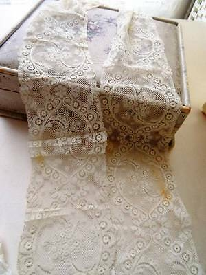 A Beautiful Victorian French Valenciennes Lace Lappet/Scarf