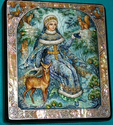 "WONDERFUL ""Snow Maiden"" Russian Hand Painted Kholui LACQUER BOX"