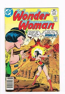 Wonder Woman # 232 Duel of Gods ! grade 4.5 hot book !!