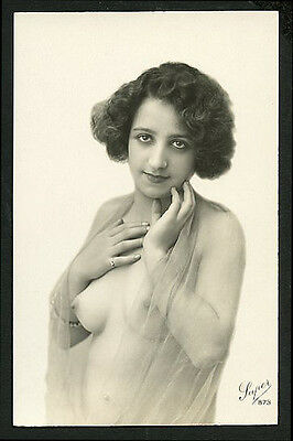 French YOUTHFUL Nude HER Seductive Drapped FIGURE Close-Up 1920s ~ PARIS Latest!