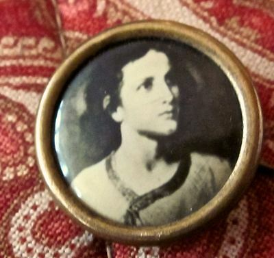 Scare To Rare ~ Vintage Young Jesus Picture Pin Back