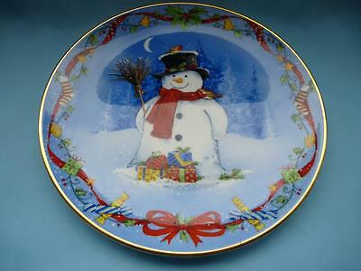 Royal Doulton Classics Collectors Plate Mrs Frosty's Christmas Presents PN264