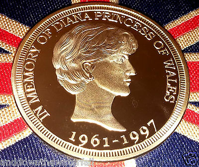 Princess Diana Gold Coin back like Sovereign Man Horse In Memory Englands Rose