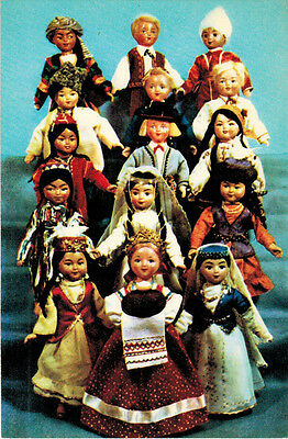 1968 Russian card BREAD-AND-SALT WELCOME 15 Dolls in costumes Soviet republics