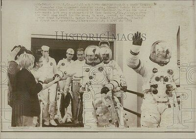 1971 Press Photo Appolo 14 Astronauts suited up