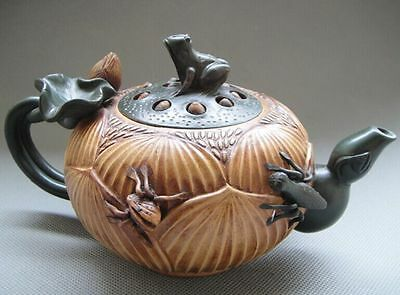 OLD POTTERY GOOD CRAFTSMANSHIP CHINESE YIXING ZISHA TEAPOT - Frogs lotus insects