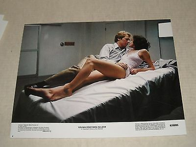 Hi GRADE 1982 YOUNG DOCTORS in LOVE LOBBY CARD 6 SEAN YOUNG MICHAEL McKEAN