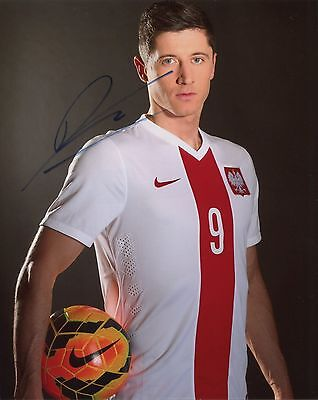 Robert Lewandowski ~ Fc Bayern Munich / Poland ~ Hand-Signed 10X8 Photo + Coa