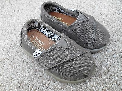 Nwot Toms Classic Canvas Pumps/ Espadrilles/ Shoes Uk Size 2  T3 Infant