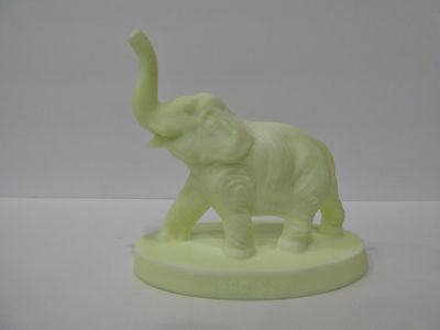 Mosser Glass Elephant Bimbah Rare ROYAL CUSTARD Satin Finish 1980 Robert Henry