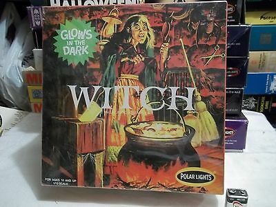 """NEW 2009 Polar Lights  """" WITCH Glows In The Dark """" Monster Model Kit - Sealed !!"""