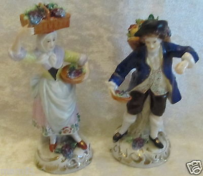 Figurines statuettes porcelaine Capodimonte couple de vendangeurs raisins fruits