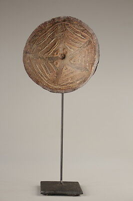 Toupies, spinning top, oceanic tribal art, coconut