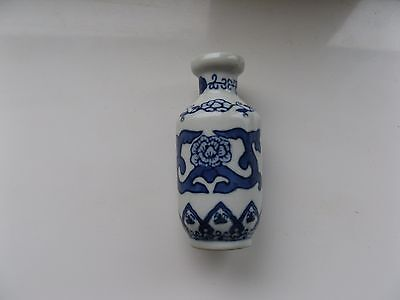 China Decorative Three And Half Inches Blue And White Chinese Vase In